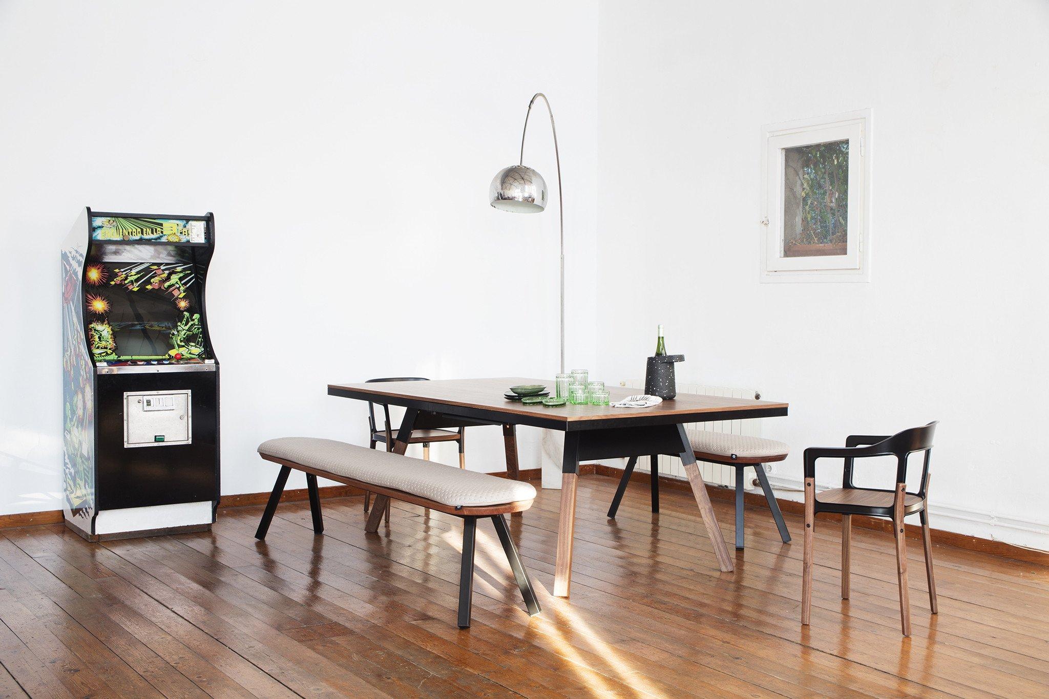 YouandMe 220bench Black Linen Indoor Ambient 02 D6d89afd 31cd 446c 8d90 Ac326a44fa9d