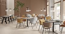Nowa kolekcja krzeseł i hokerów Funda dla Viccarbe stworzona przez Stefana Diez