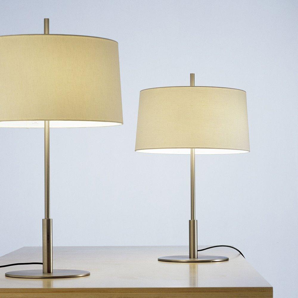 Lampa Diana, zaprojektowana wspólnie z Alfonsem i Miguelem Milą i wydana przez Santa & Cole (1995)