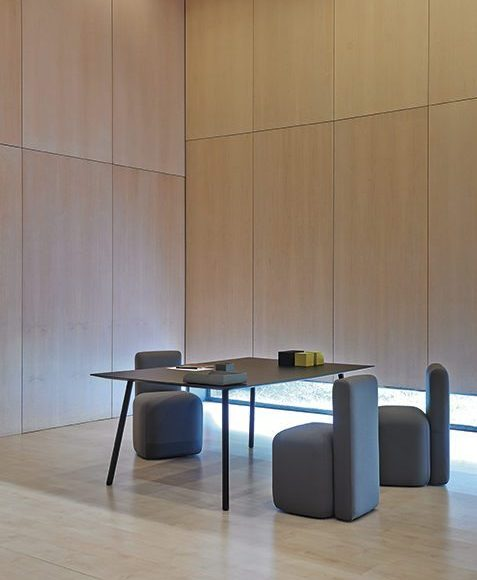 Viccarbe_Maarten-Table_3-1140X600-1-477x600