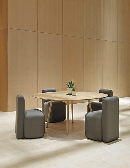 Viccarbe_Maarten-Table_4-1140X600-1-450x600